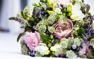 Regalar flores en las pedidas de mano: una bonita tradición