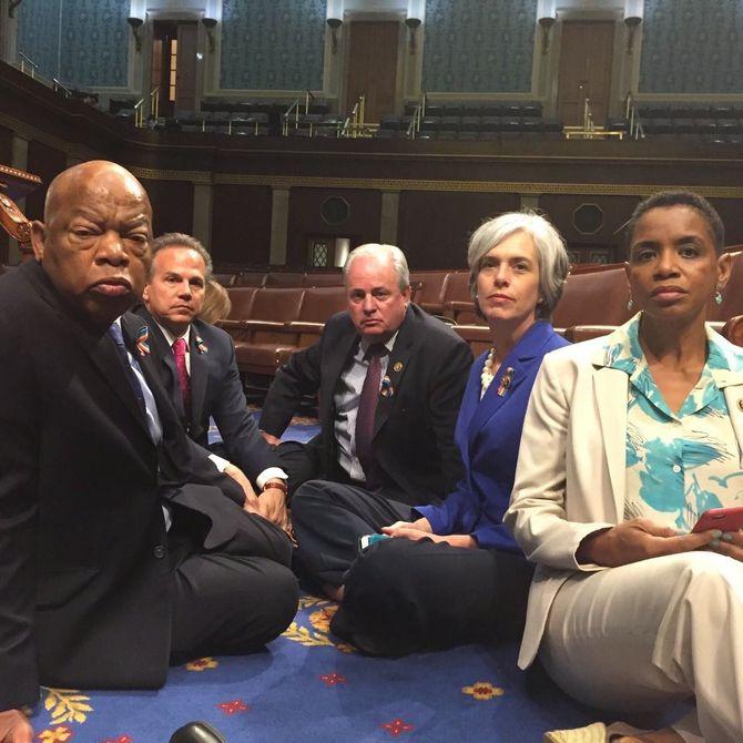 Les élus démocrates occupent le Congrès pour voter le contrôle des armes à feu