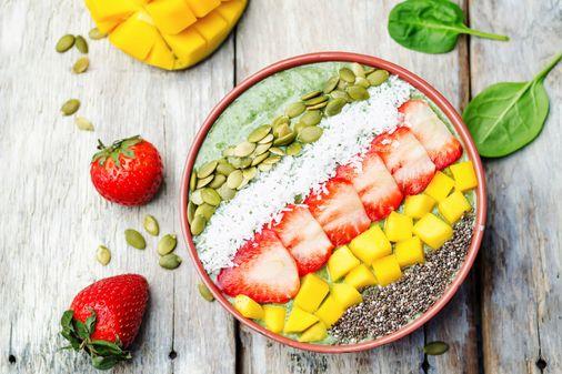 Mango, fresas y semillas