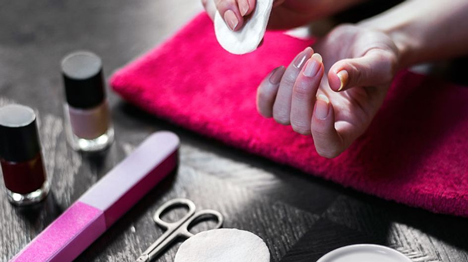 11 situações dramáticas que acontecem quando você faz a manicure em casa