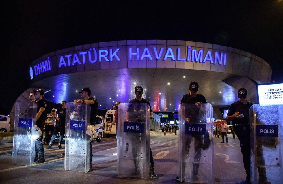 Le geste héroïque d'un policier pendant l'attentat d'Atatürk salué sur le Web (Vidéo)
