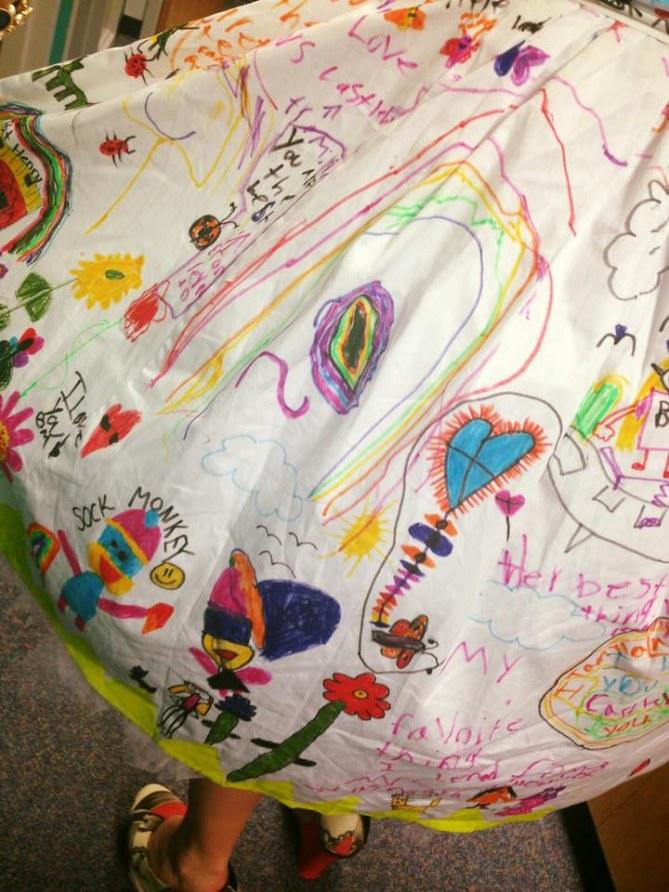 Ses élèves ont customisé sa robe et le résultat est CANON