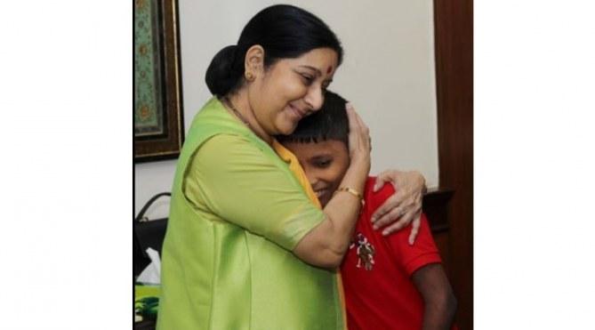 Sonu et Mme Swaraj, ministre des affaires étrangères