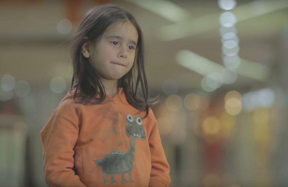 Cette vidéo nous montre l'indifférence de passants devant la pauvreté infantile