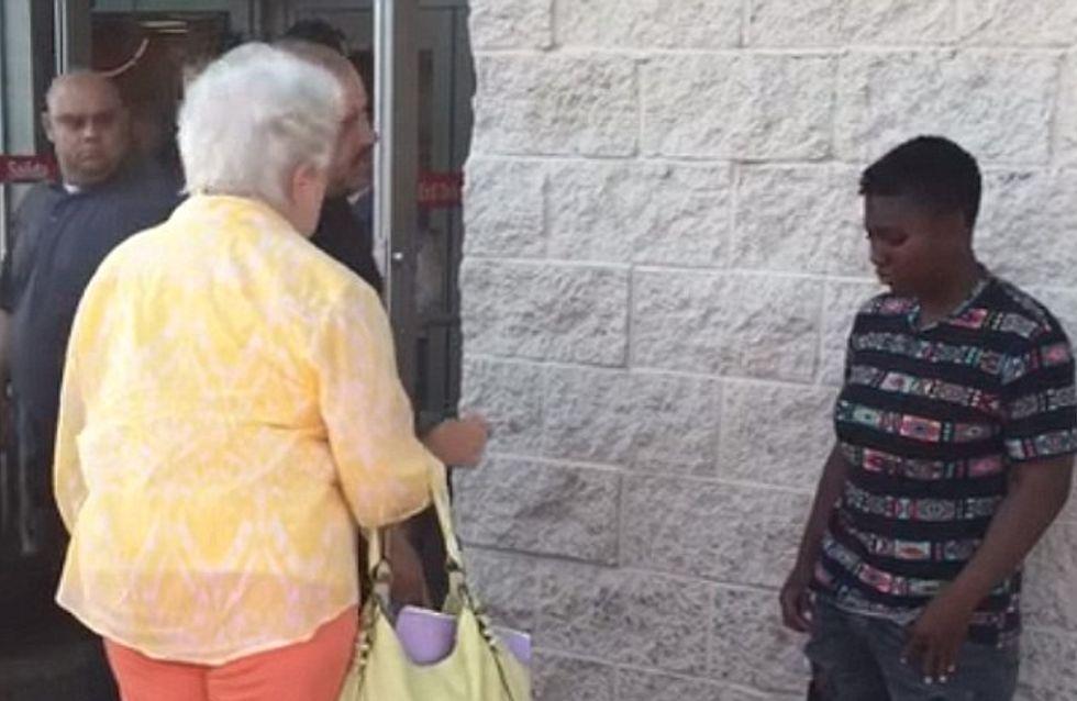 Le beau geste de cet homme pour mettre fin au harcèlement en public d'une jeune fille (Vidéo)