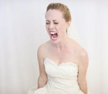 Tradisce la sposa al matrimonio: beccato dal suocero con la testimone