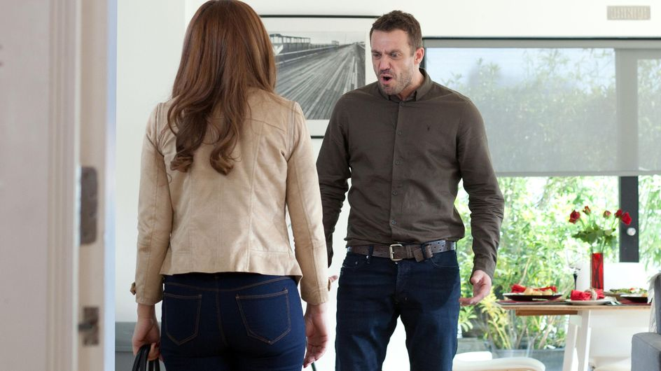 Hollyoaks 22/7 - Warren is troubled by the contents of a wooden box at his flat