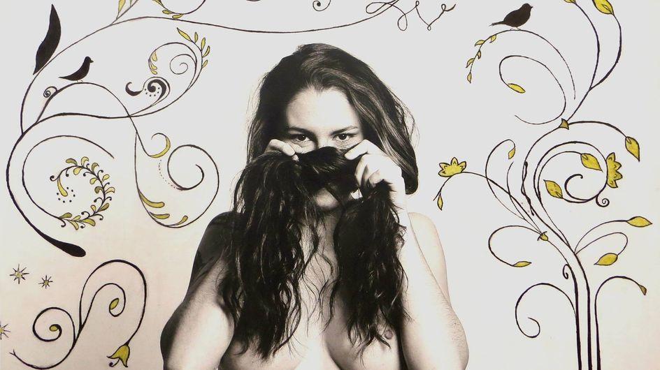 Une exposition de femmes aux seins nus contre le cancer choque une élue FN
