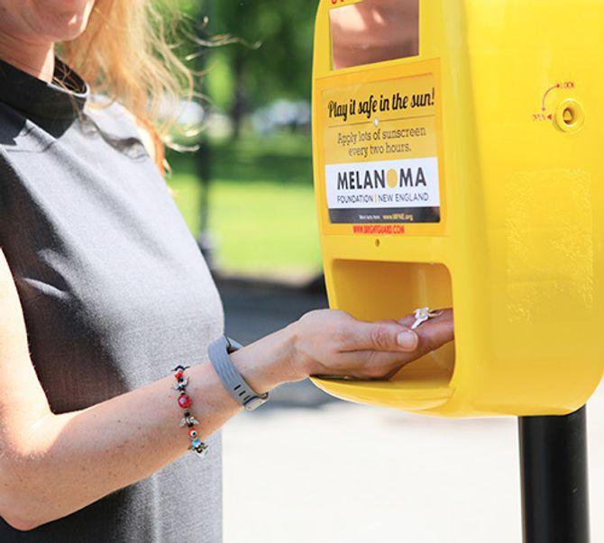 Les villes de Boston et Miami ont déjà mis en place des distributeurs de crème solaire