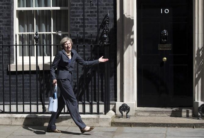Theresa May devant le 10 Downing Street