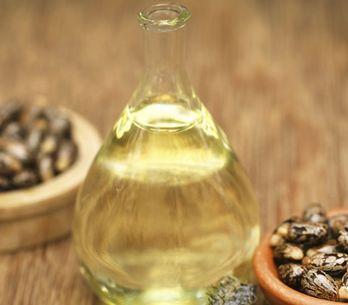 Olio di ricino: proprietà e usi dell'olio vegetale che fa miracoli per capelli,