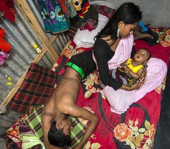 Estas duras imágenes muestran cómo viven las mujeres en el burdel más antiguo de
