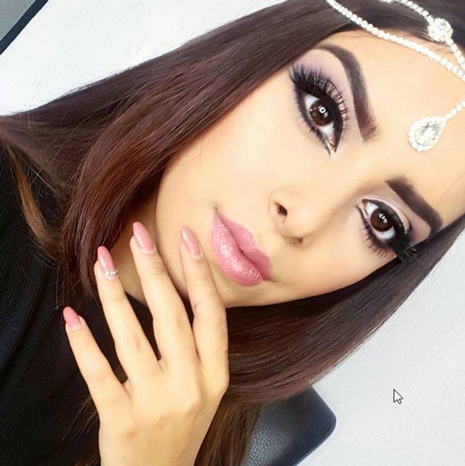 Maquillage oriental violet