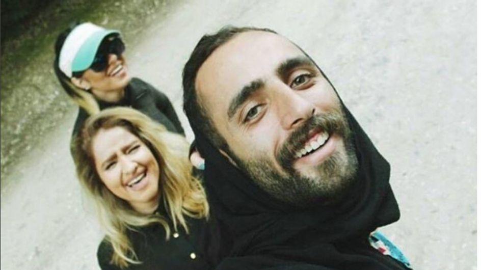 Les Iraniens portent le voile pour soutenir les femmes