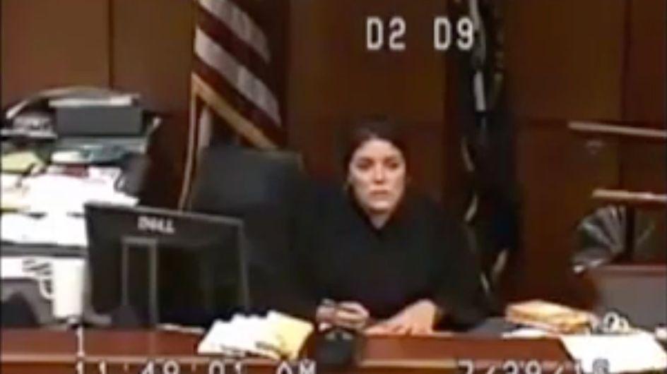 Arrêtée, on lui refuse pantalon et produits d'hygiène féminine pendant plusieurs jours (Vidéo)
