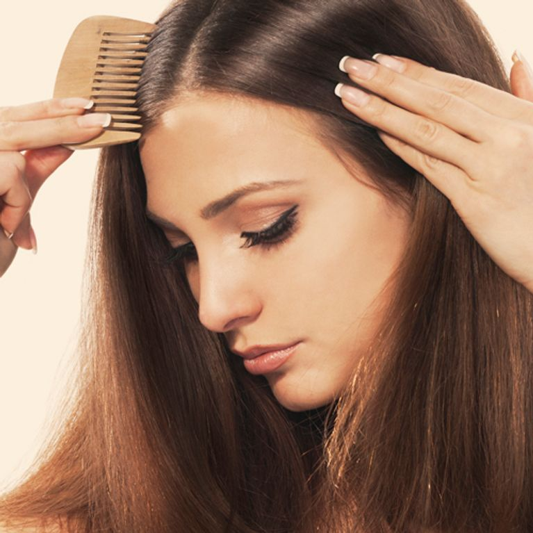 Caduta dei capelli nelle donne  cause e rimedi efficaci 441571110b55