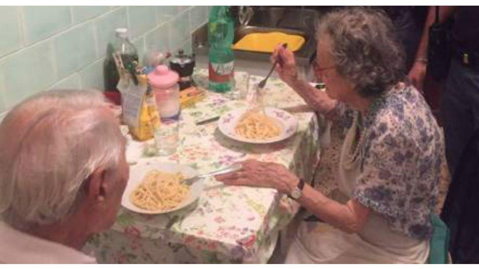 Quattro poliziotti, una coppia anziana e un piatto di spaghetti: la storia che sta commuovendo il web