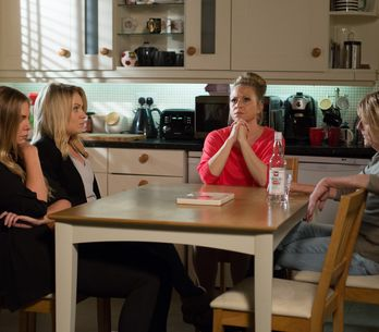 Eastenders 19/8 - Albert Square waits to hear the outcome of Dean's trial