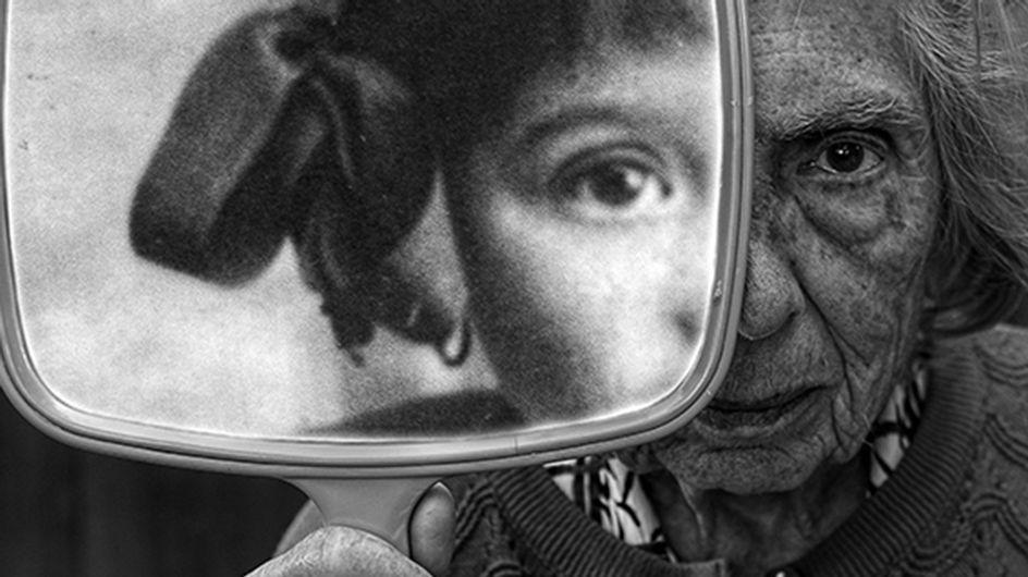 El emotivo homenaje de un fotógrafo a su madre enferma de 91 años