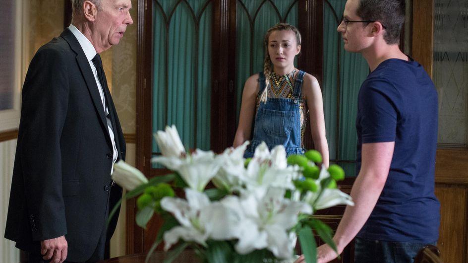 Eastenders 29/8 - Louise Grows Suspicious Of Ben's Behaviour