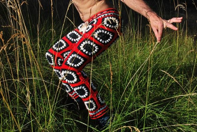 Des pantalons en crochet pour homme