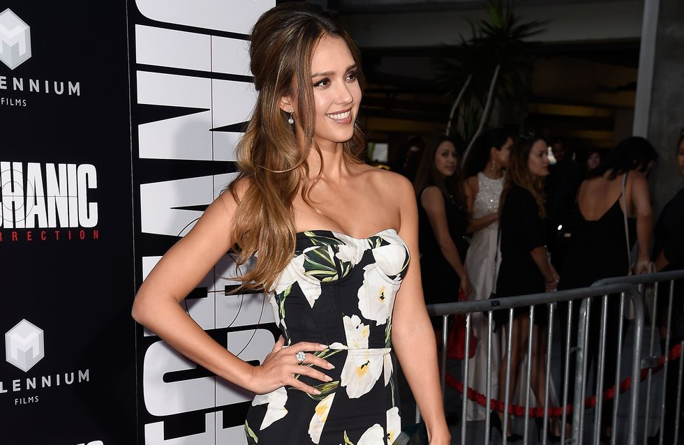 Jessica Alba, un look too much sur le tapis rouge ?