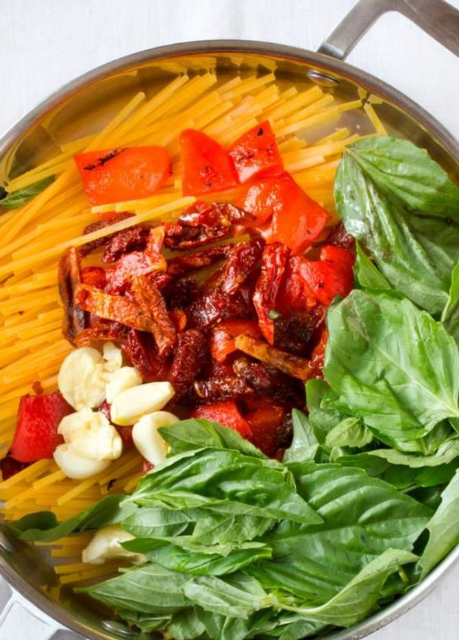 Linguine mit Paprika und getrockneten Tomaten