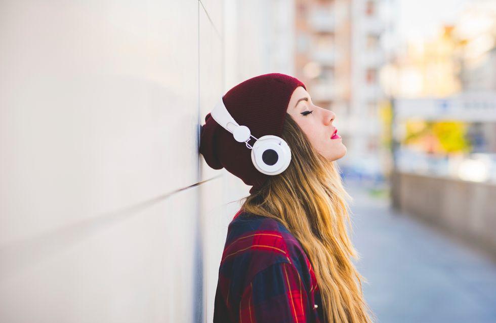 Eine Frau mit Kopfhörern ansprechen: Die Tipps dieses Dating-Experten sorgen für Diskussion
