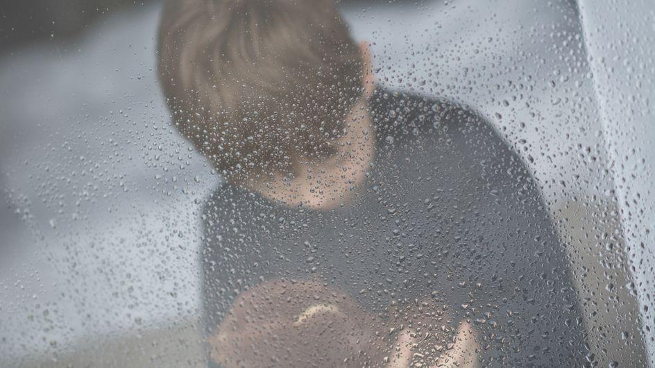 Le calvaire d'un enfant de 6 ans, abandonné sur l'autoroute par sa mère