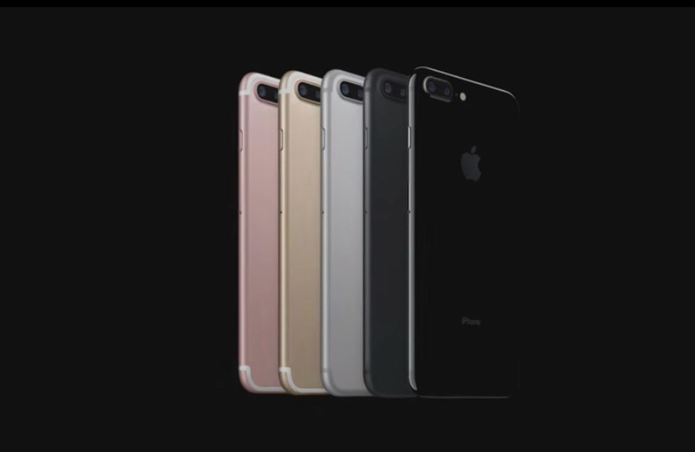 10 Of The Funniest Reactions To The New Apple iPhone 7 Launch