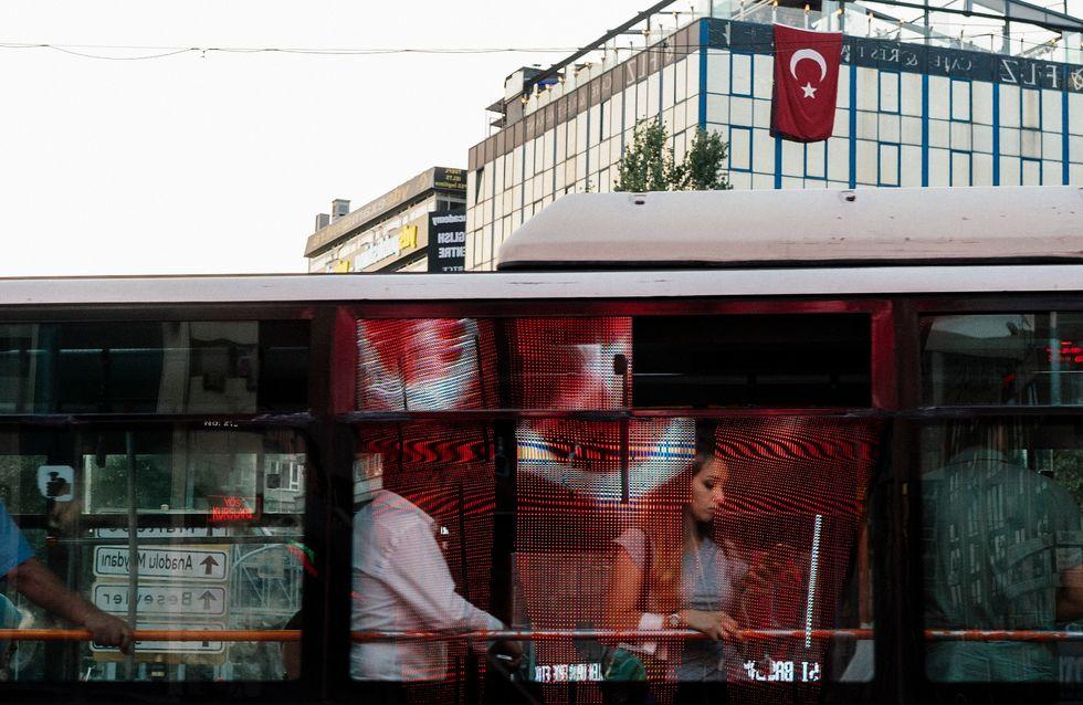 Une Turque frappée au visage car elle portait un short voit son agresseur relâché