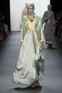 Elle marque l'histoire en faisant défiler des mannequins coiffées d'un hijab à New York