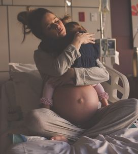 Por que a foto dessa mãe na sala de parto emocionou o mundo inteiro