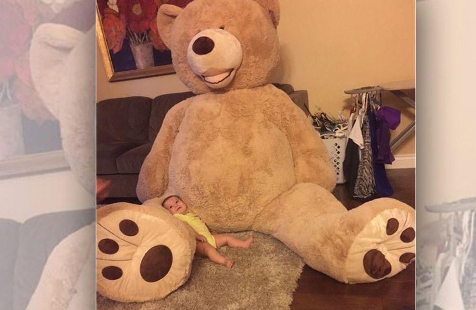 OMG! Bester Opa der Welt schenkt seiner Enkelin einen überdimensionalen Teddy
