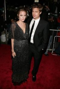 Angelina Jolie, en robe Reem Acra, et Brad Pitt en 2006
