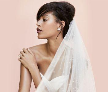 Brautschmuck: Moderner Schmuck in Silber zum schlichten Brautkleid