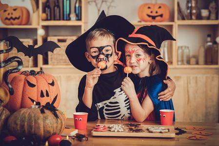 10 Halloween Deko Ideen Die Du Mit Deinen Kindern Basteln Kannst