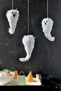 Halloween-Deko basteln: Schwebende Geister