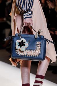 Fendi setzt bei den Trendtaschen 2017 auf blumige Details