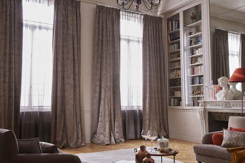 Gouden en kasjmieren weerspiegelingen voor een warme en trendy decoratie