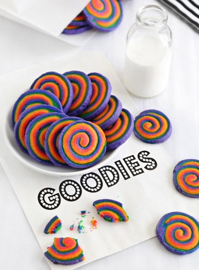 Galletas de espiral con efecto arco iris