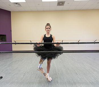 Ballerina mit Handikap: Ihre Prothese hält sie nicht davon ab, ihren Traum zu le