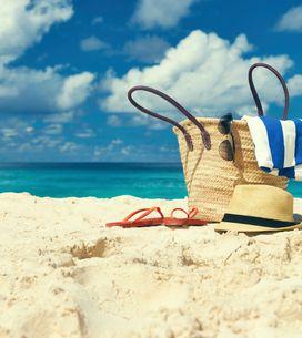10 productos imprescindibles para llevar en tu bolsa de playa
