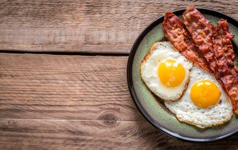 Huevos fritos y bacon