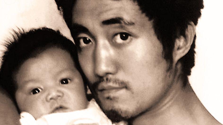 La vida en imágenes: padre e hijo repiten la misma fotografía a lo largo de 28 años