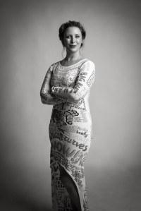 Elle crée une robe à partir de toutes les critiques reçues sur son physique ces dernières années