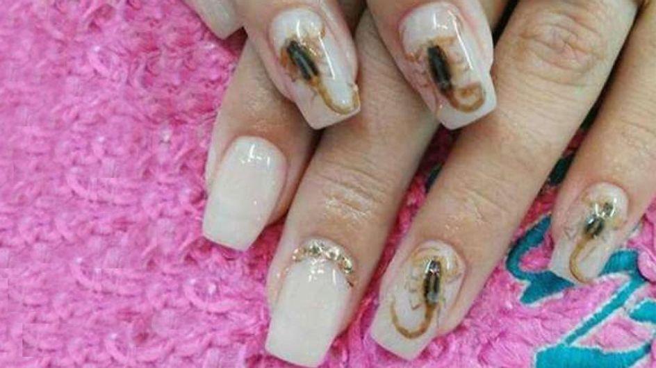 Manicura con escorpiones, la última locura del nail art