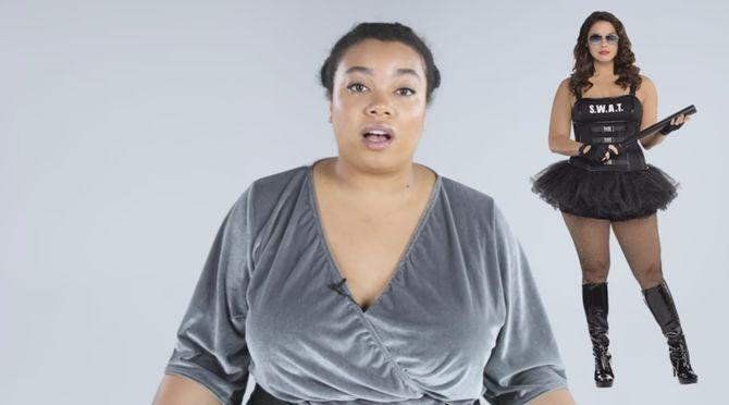 Quatre femmes plus size essayent des costumes d'Halloween
