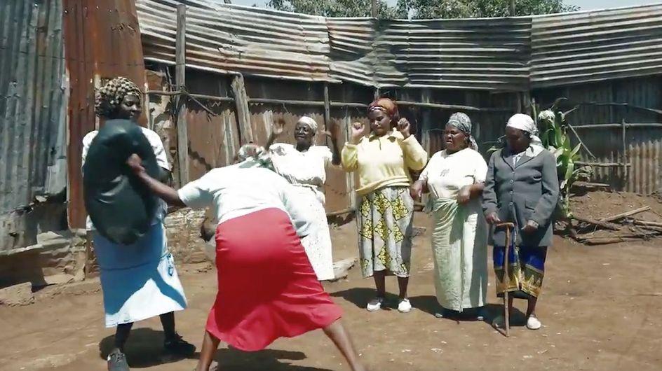 Au Kenya, des mamies se mettent au karaté pour se défendre des violeurs