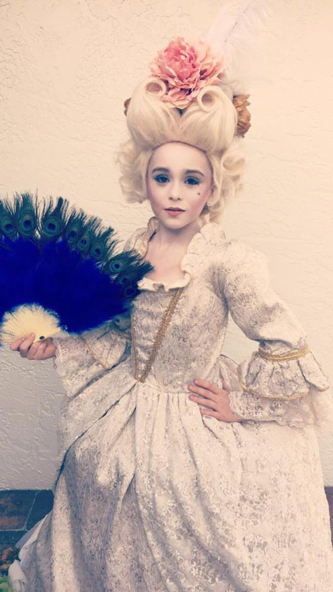 Liam s'est déguisé en Marie-Antoinette pour Halloween